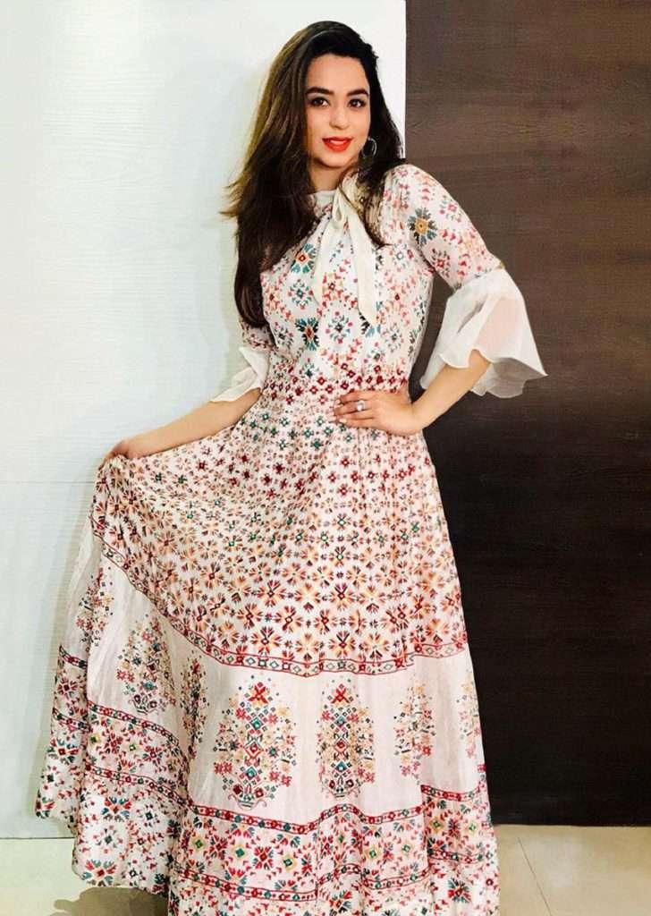 soundarya-sharma-in-kalki-off-white-cotton-tunic-dress-with-ikkat-print-and-abla-work--457770_2_